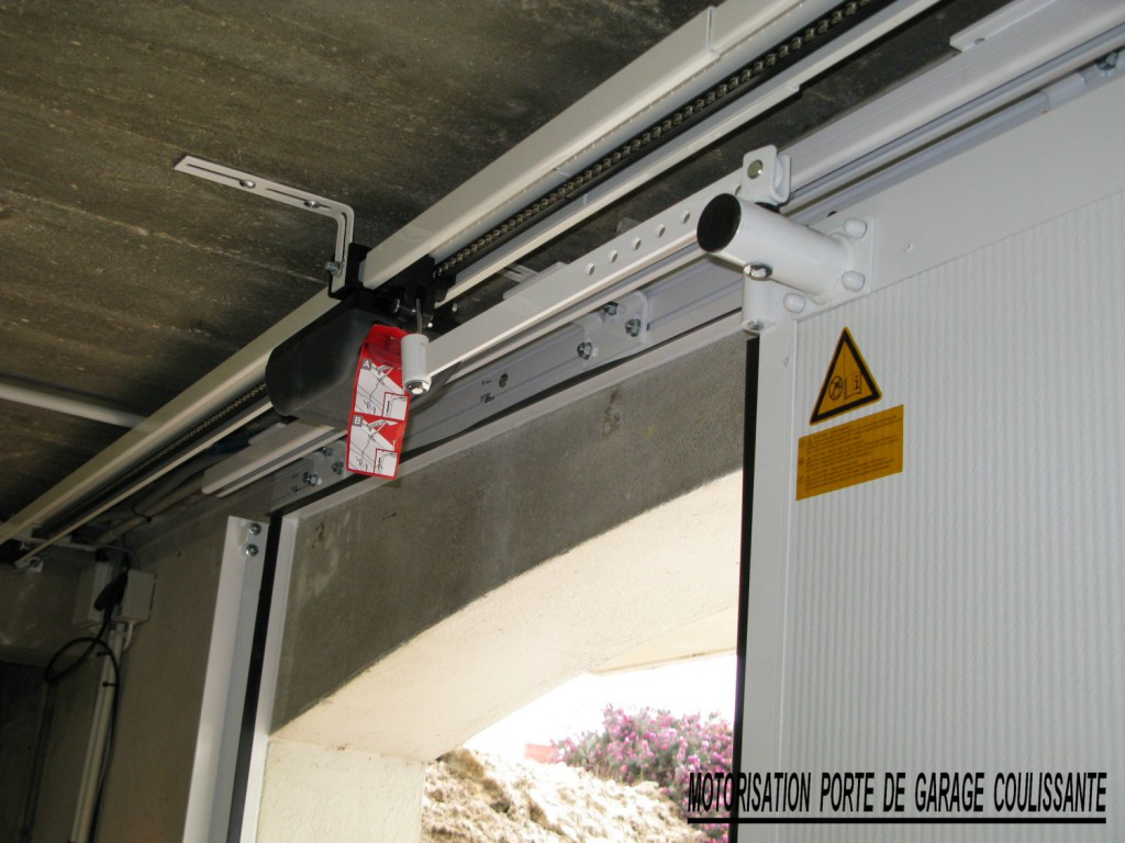 Portes de garage challans alu for Porte de garage en pvc coulissante